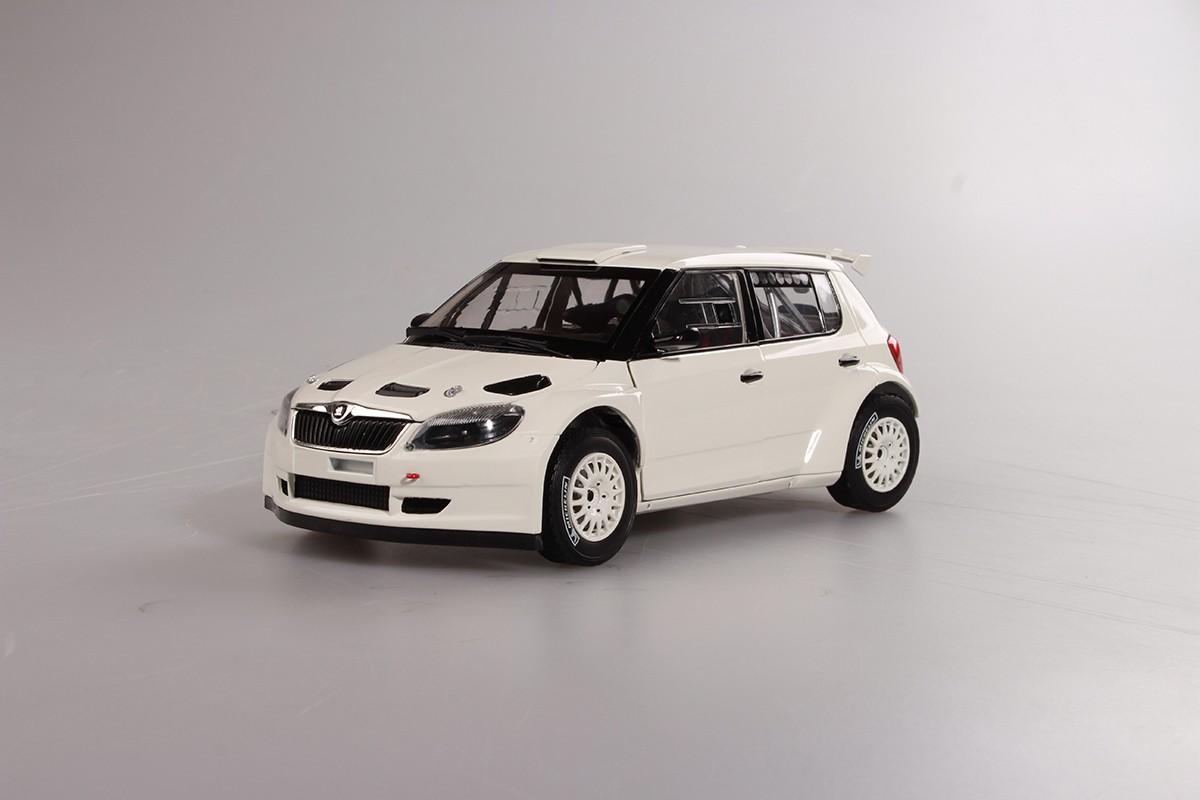 Škoda Fabia II FL S2000 (2010) Bílá 1:18, Šotolinová kola